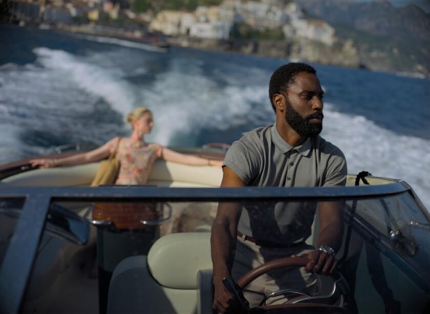 """En esta imagen  Elizabeth Debicki, a la izquierda, y John David Washington en una escena de """"Tenet""""."""