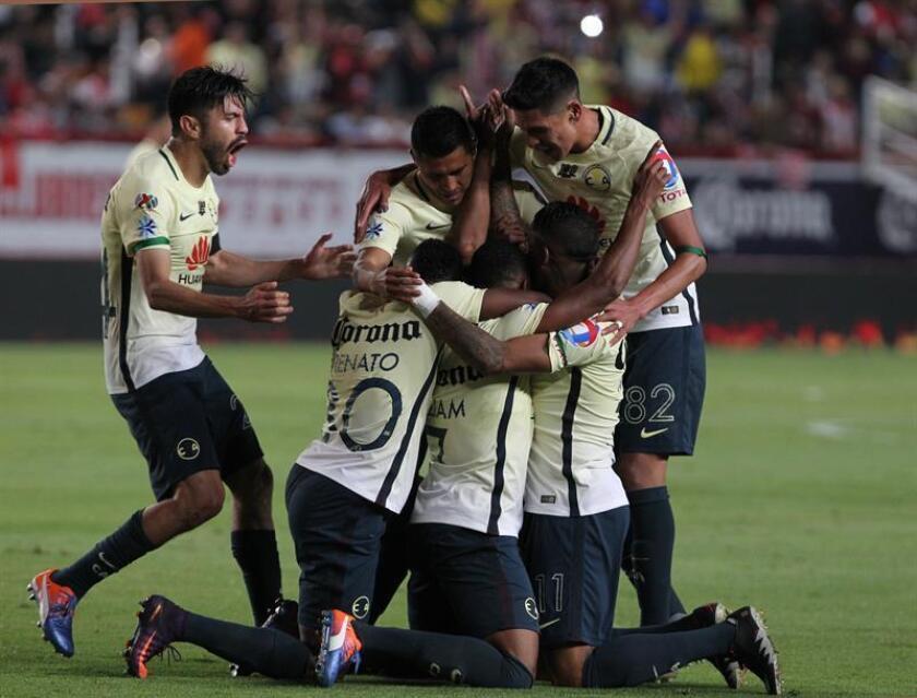 Las Águilas del América, que perdieron el domingo con Tigres la final del torneo Apertura 2016 del fútbol mexicano, iniciaron un corto periodo de vacaciones del que regresarán el 5 de enero para preparar el torneo Clausura. EFE/ARCHIVO