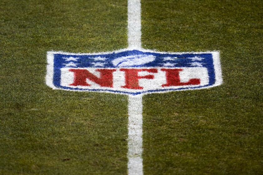ARCHIVO - En imagen de archivo del 3 de enero de 2021, se muestra el logo de la NFL