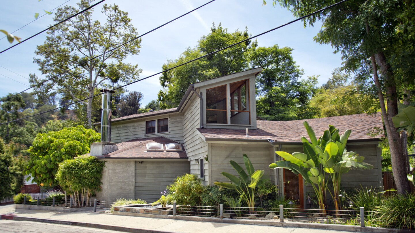 Home of the Day: A tree-topped retreat in Beverly Glen
