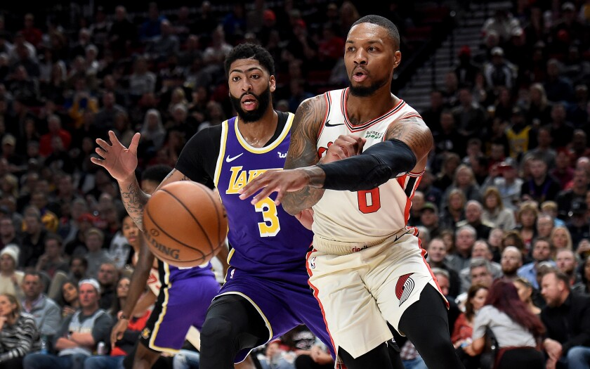 Lakers extend road game winning streak to 11 with rout over Trail Blazers