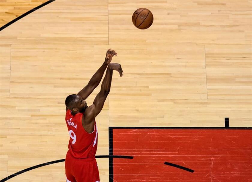 Serge Ibaka de los Raptors en acción durante un partido de baloncesto de la NBA. EFE/Archivo