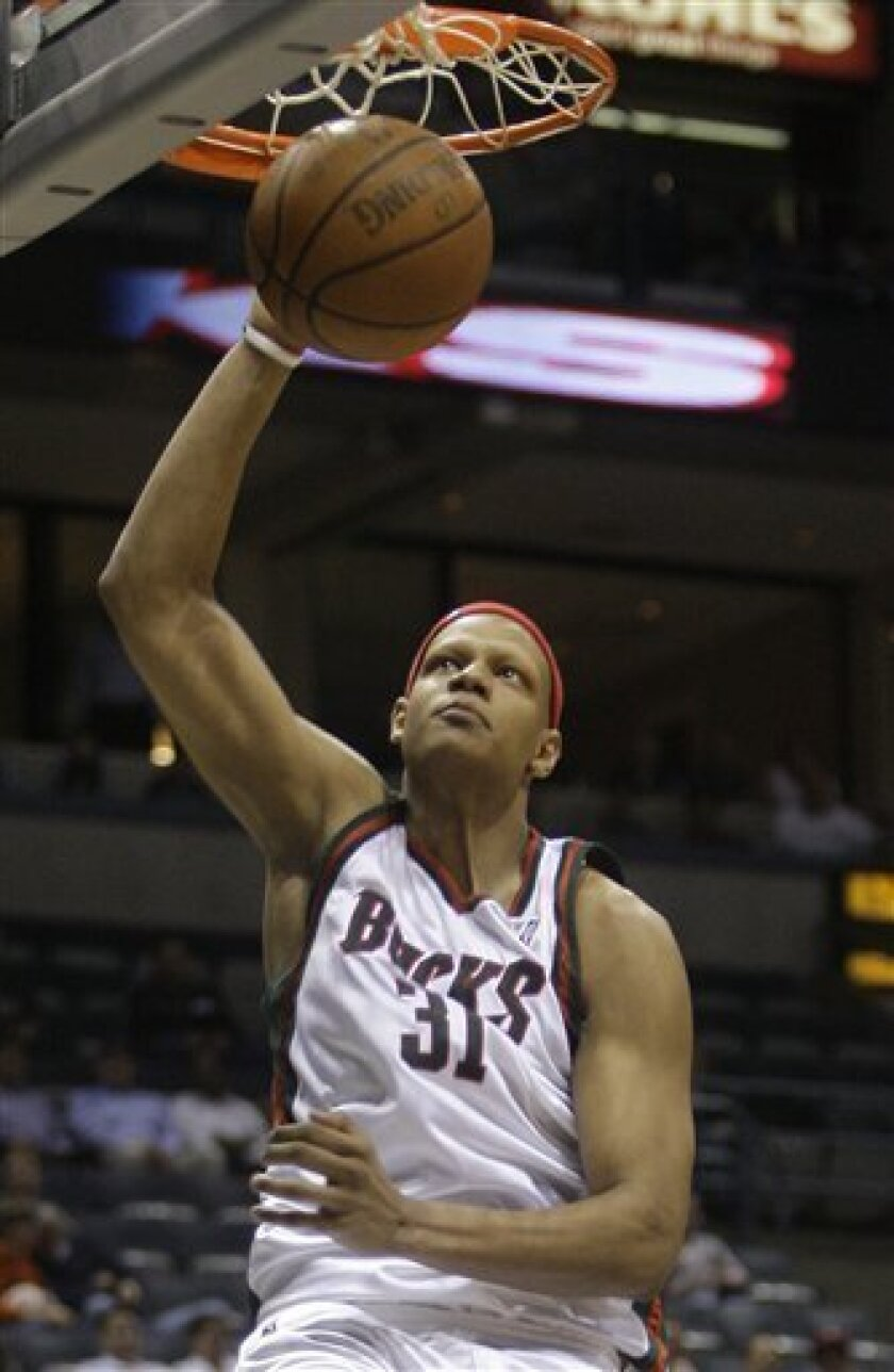 In this Feb. 11, 2009, photo, Milwaukee Bucks' Charlie Villanueva dunks during an NBA basketball game against the Indiana Pacers in Milwaukee. A person with the knowledge of the negotiations says the Detroit Pistons have agreed in principle to contracts with free agents Ben Gordon and Villanueva. (AP Photo/Morry Gash)