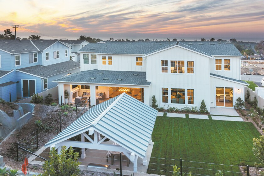 Boasting expansive home sites with select Pacific Ocean vistas, Blue Crest's one- and two-story homes are within one mile of downtown Encinitas and beaches.