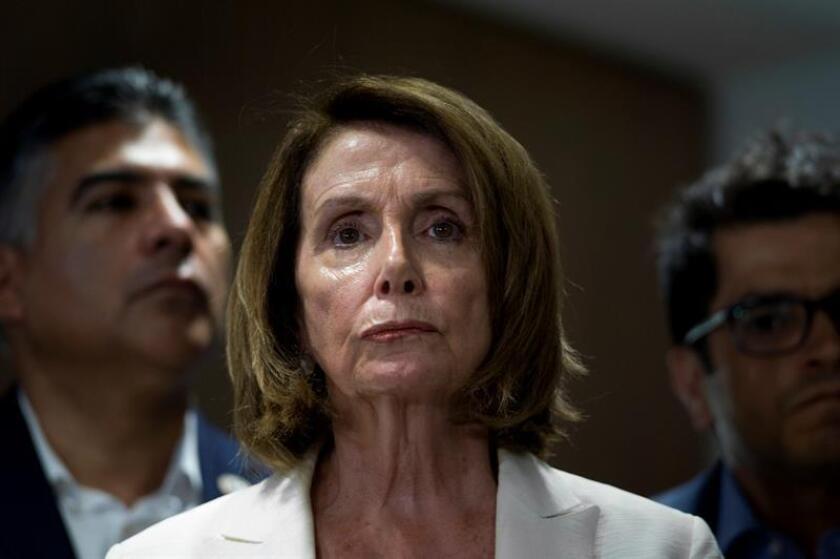 Un grupo de 16 representantes demócratas advirtió hoy de que votará en contra de la candidatura de la veterana Nancy Pelosi para presidir la Cámara Baja, según una carta interna, lo que pondría en riesgo su elección. EFE/ARCHIVO