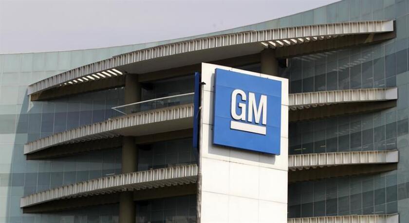 """General Motors (GM) aseguró hoy que 2016 fue """"un gran año"""" para la compañía tras informar que tuvo unos beneficios netos de 9.427 millones de dólares y sus ventas mundiales alcanzaron la cifra récord de 10 millones de unidades. EFE/ARCHIVO"""