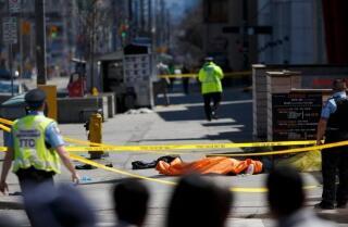 Una camioneta arrolla y mata a 10 personas en Toronto