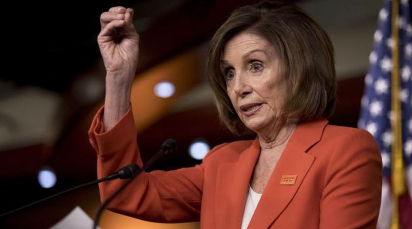 """La presidenta de la Cámara de Representantes, Nancy Pelosi, de San Francisco, dijo en su conferencia de prensa semanal que el Congreso está """"en el camino"""" con respecto al juicio político. (Andrew Harnik / Associated Press)"""