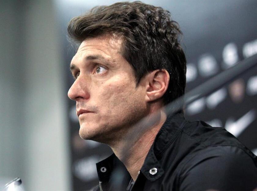 El entrenador del equipo durante esta temporada, Guillermo Barros Schelotto, participa en una conferencia de prensa hoy, en Buenos Aires (Argentina). EFE