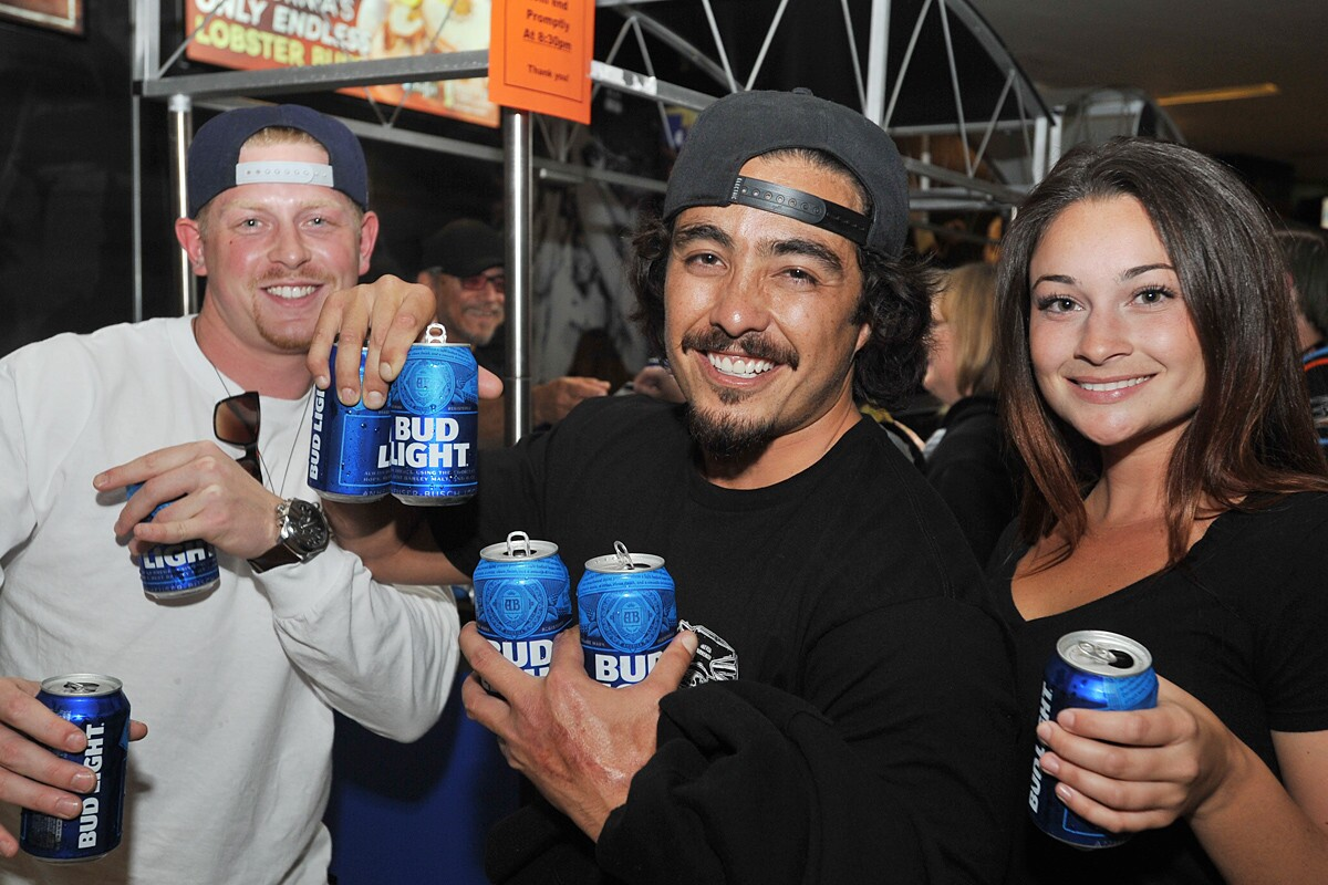 In the final $2 Bud Light Happy Hour of the 2017 San Diego Gulls season fans came out to toast the hometown hockey team on Friday, April 7, 2017. (Rick Nocon)