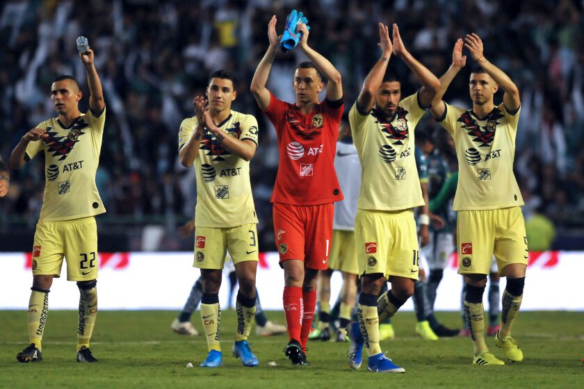 America's Argentine goalkeeper Agustin Marchesin (C) and teammates acknowledge the crowd at the end of their Mexican Apertura football tournament match against Leon at the Nou Camp stadium in Leon, Guanajuato State, Mexico, on July 27, 2019. (Photo by VICTOR CRUZ / AFP)VICTOR CRUZ/AFP/Getty Images ** OUTS - ELSENT, FPG, CM - OUTS * NM, PH, VA if sourced by CT, LA or MoD **