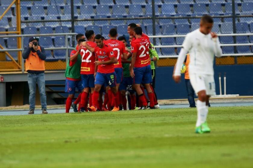 En la imagen, un registro de otra celebración de los jugadores del Municipal. EFE/Esteban Biba/Archivo