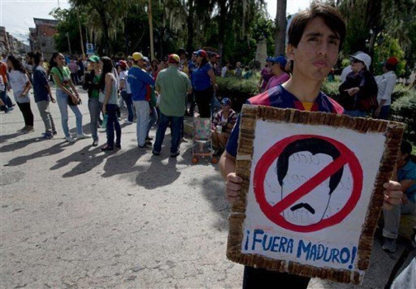 La oposición venezolana intensificó el miércoles las presiones en demanda de la pronta realización del referendo revocatorio del presidente Nicolás Maduro, con protestas en todo el país alentadas por una masiva movilización de la semana pasada.