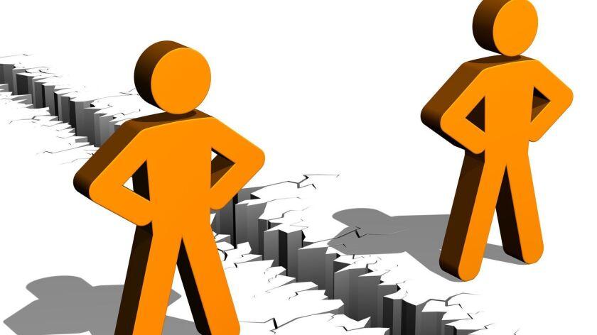 Streit, Zwiespalt, Uneinigkeit, streiten, Trennung, Menschen, Personen, Partner, Kluft, Feindschaft,