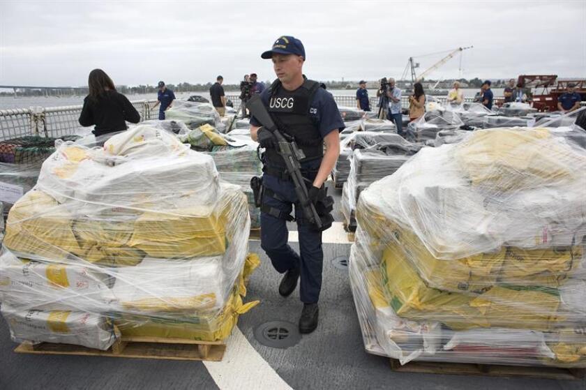 La Guardia Costera decomisó 12,4 toneladas de cocaína valorada en unos 378 millones de dólares en doce interceptaciones en aguas del Pacífico próximas a Suramérica y Centroamérica, indicó hoy la institución en un comunicado. EFE/ARCHIVO