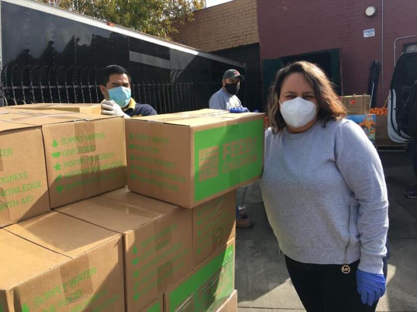 Cuatro bancos de comida se han unido para llevar comida a las familias en la ciudad de San Fernando, entre ellos Monte Sion Center, encargado de proveer vegetales y frutas.