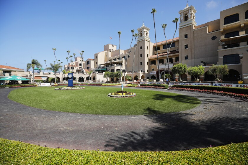 Del Mar raced with almost no fans last summer, but track officials are expecting that to change this summer.
