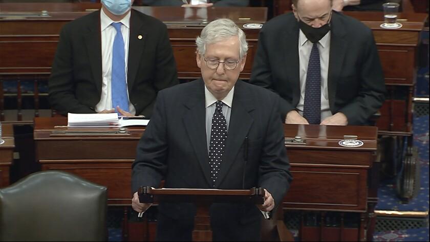 En esta imagen tomada de un video, el líder de la mayoría en el Senado, Mitch McConnell, habla en el Capitolio