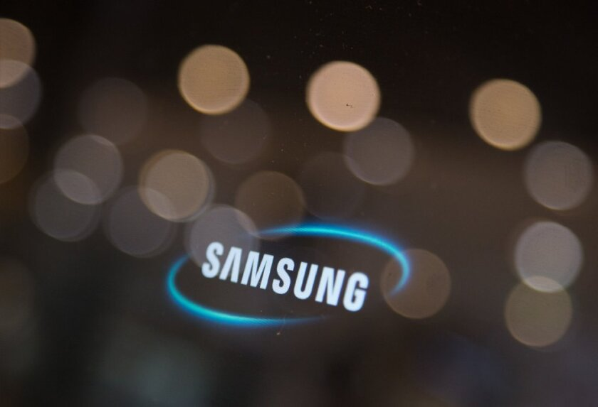 Samsung Display, a unit of Samsung, will reportedly show off flexible displays at CES in January.