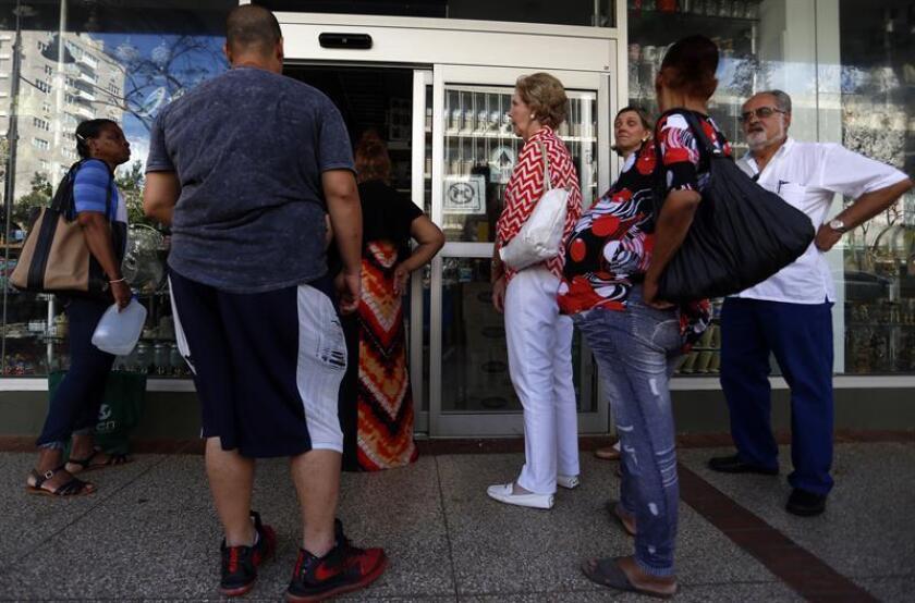 Ante los recientes despidos en comercios del área este de Puerto Rico por consecuencias del huracán María, el legislador Ramón Luis Cruz Burgos reclamó hoy la puesta en vigor de un plan de trabajo para atender a los desplazados. EFE/Archivo