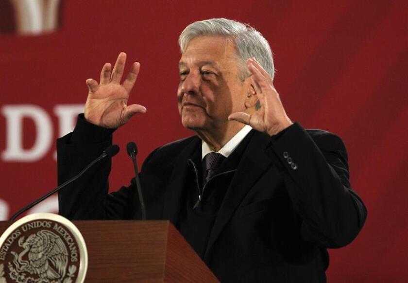 El presidente de México, Andrés Manuel López Obrador, habla en conferencia de prensa matutina hoy, en Ciudad de México (México). EFE