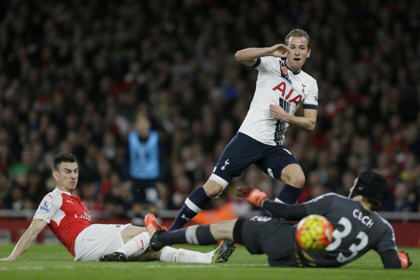 Tottenham's Harry Kane scores a goal during the English Premier League soccer match between Arsenal and Tottenham Hotspur at the Emirates Stadium in London, Sunday Nov. 8, 2015. (AP Photo/Tim Ireland)