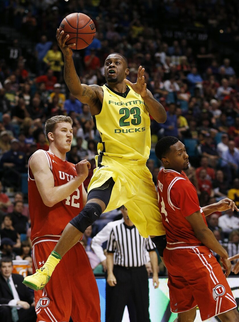 Oregon forward Elgin Cook shoots over Utah forward Jakob Poeltl, left, and Utah forward Dakarai Tucker during the second half of an NCAA college basketball game in the championship of the Pac-12 men's tournament Saturday, March 12, 2016, in Las Vegas. Oregon won 88-57. (AP Photo/John Locher)
