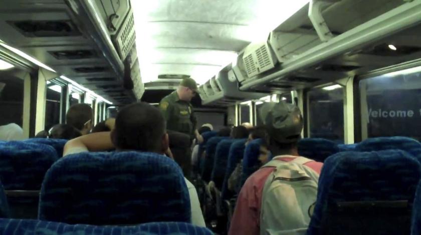 Activistas denuncian que la ley que ampara a CBP para detener a indocumentados en autobuses o trenes de Amtrak, se presta para abusos y atenta contra los derechos de inmigrantes y otros ciudadanos.