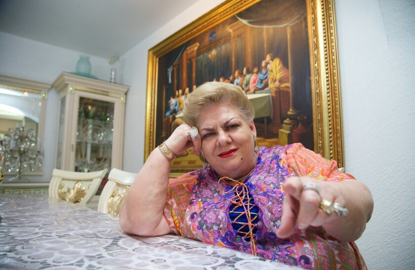 """Paquita la del Barrio aceptó que no sabe nada de política, pero se justificó al decir que """"nadie nace sabiendo""""."""