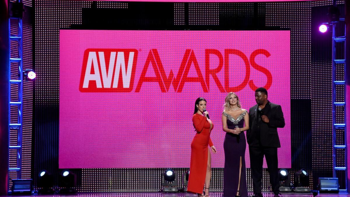 Actriz Porno Premio angela white arrasa con 14 premios a lo mejor del porno en
