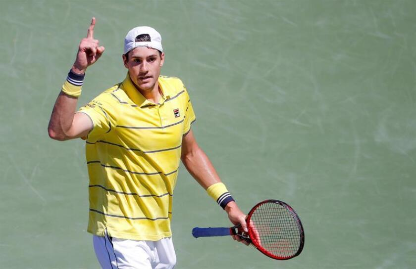 John Isner of the US reacts against Alexander Zverev of Germany during the men's singles final round match at the Miami Open tennis tournament on Key Biscayne, Miami, Florida, USA, 01 April 2018. (Abierto, Tenis, Alemania, Estados Unidos) EFE