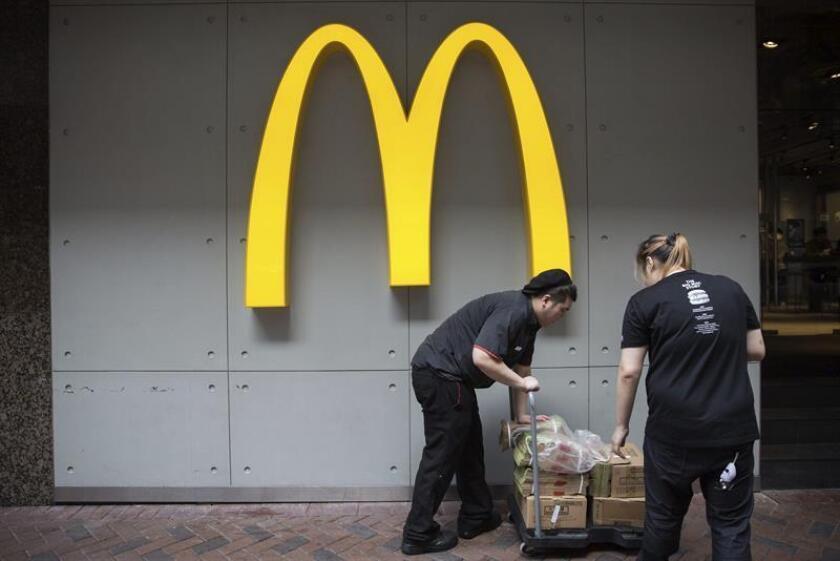 Una enfermedad intestinal vinculada en algunos casos a ensaladas vendidas en restaurantes de McDonald's del Medio Oeste ha provocado vómitos y diarrea a decenas de consumidores, informó hoy el Departamento de Salud Pública de Illinois y la empresa de comida rápida, con sede en Chicago. EFE/ARCHIVO