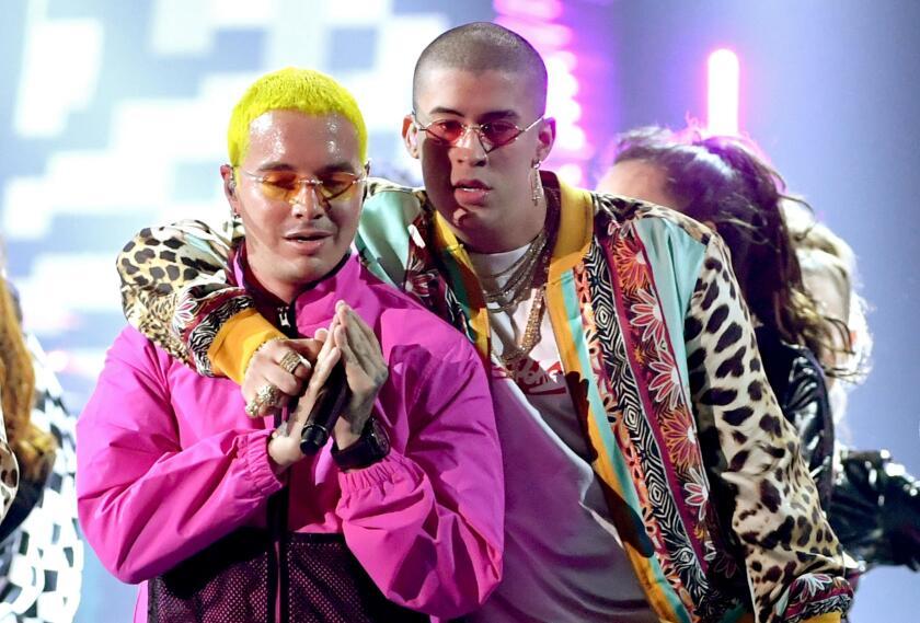 El cantante colombiano y el boricua durante una ceremonia del Latin Grammy.