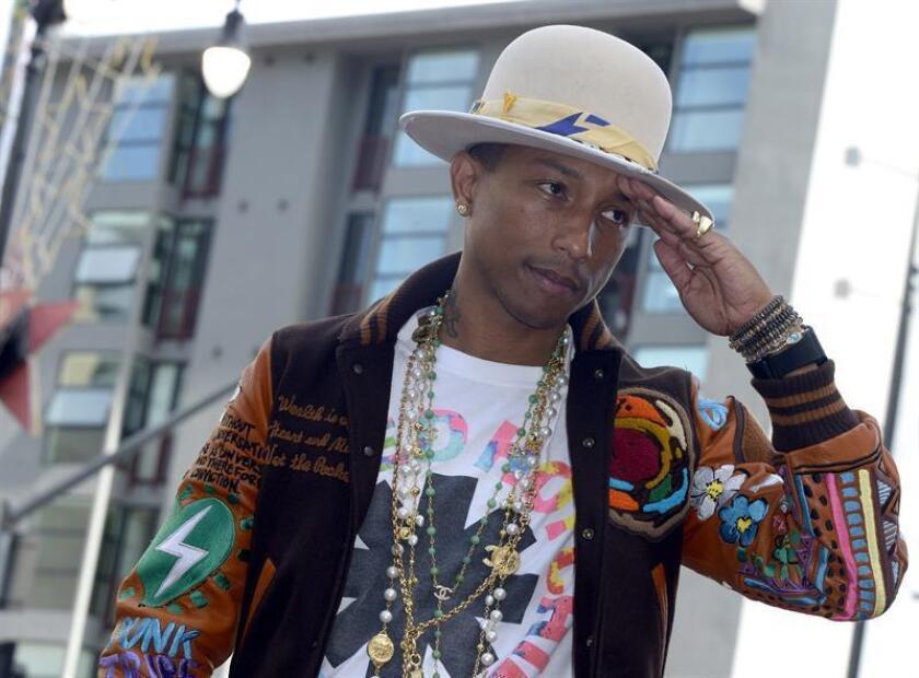 """El cantante Pharrell Williams ha amenazado con denunciar al presidente, Donald Trump, por usar su conocida canción """"Happy"""" en un acto celebrado horas después del trágico tiroteo que acabó con la vida de once personas en una sinagoga de Pittsburgh (Pensilvania). EFE/Archivo"""