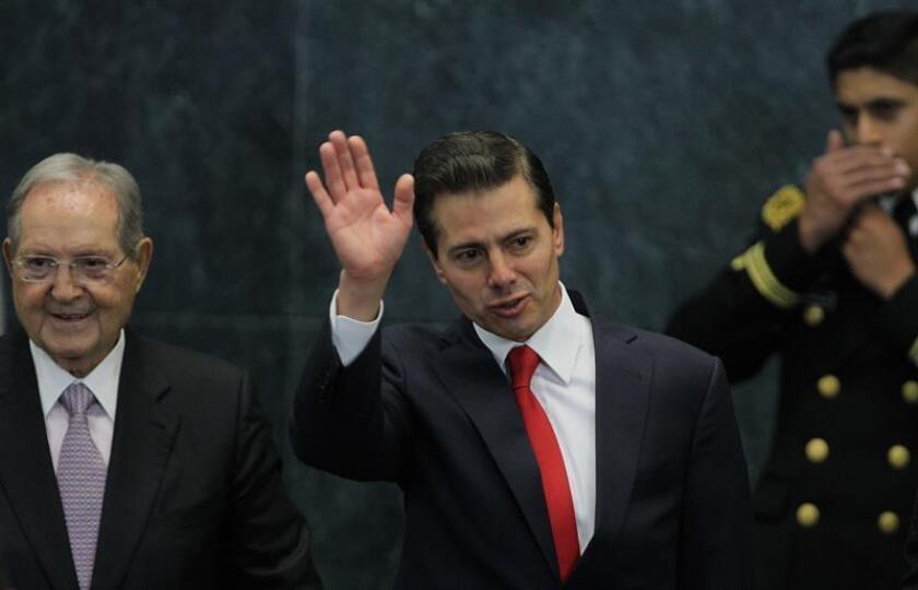 Enrique Peña Nieto (c), presidente de México. EFE/Archivo