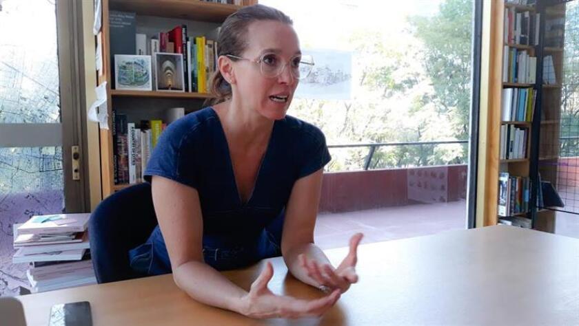 La arquitecta mexicana Tatiana Bilbao durante una entrevista con Efe en Ciudad de México. EFE