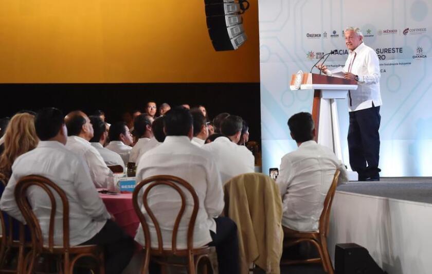 Gobierno mexicano y empresarios firman pacto para desarrollar el sur del país