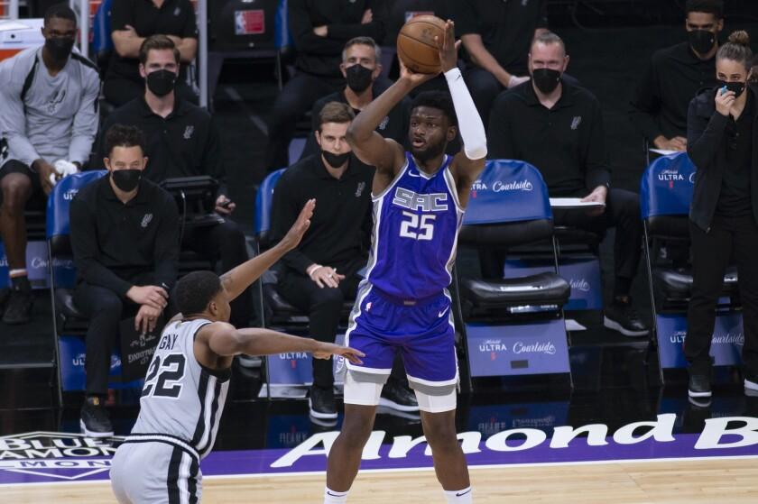 Sacramento Kings forward Chimezie Metu (25) shoots over San Antonio Spurs forward Rudy Gay (22) during the first quarter of an NBA basketball game in Sacramento, Calif., Friday, May 7, 2021. (AP Photo/Hector Amezcua)