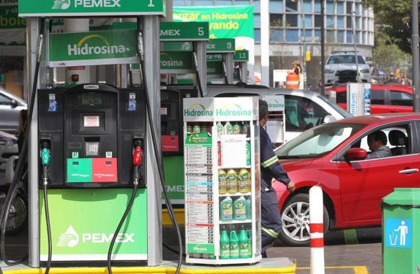 """La Comisión Reguladora de Energía (CRE) del Gobierno de México consideró hoy que la industria petrolera sabrá """"portarse bien"""" ante la gradual liberalización de los precios de la gasolina que vivirá el país en el próximo año. EFE/ARCHIVO"""