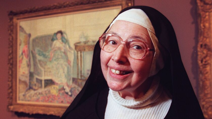 ME.Wendy.3.1106.RM––Sister Wendy photographed at the Los Angeles County Museum of Art. She was at th