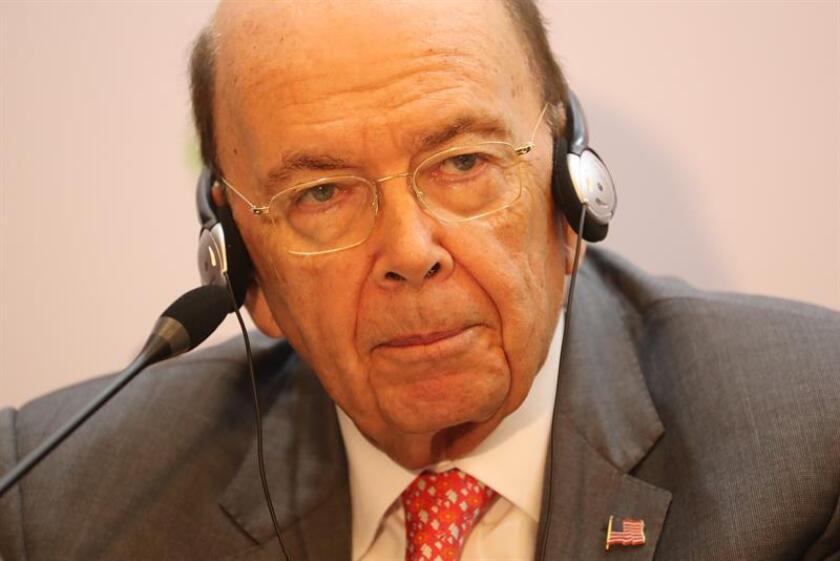 """El secretario de Comercio de los Estados Unidos, Wilbur Ross, participa en un conversatorio de la III Cumbre Empresarial de las Américas """"Hecho en las Américas"""" previa a la VIII Cumbre de las Américas, en Lima (Perú). EFE"""