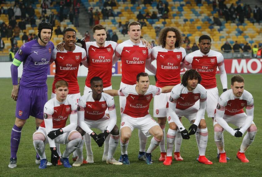 Jugadores de Arsenal posan en el partido del grupo E de la Liga Europa entre FC Vorskla Poltava y Arsenal FC, en Kiev
