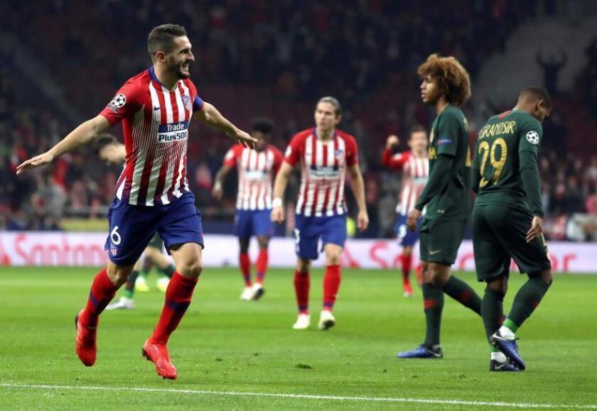 """El centrocampista del Atlético de Madrid """"Koke"""" Resurrección (i) celebra el primer gol del equipo ante el Mónaco en el partido de Liga de Campeones, en el estadio Wanda Metropolitano. EFE"""