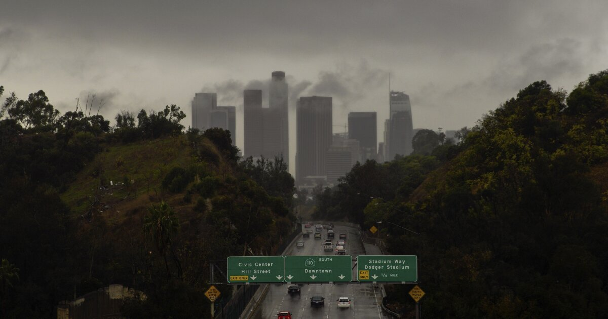 Regen und Schnee kriechend über Teile von Kalifornien. Wie viel wird L. A. sehen?