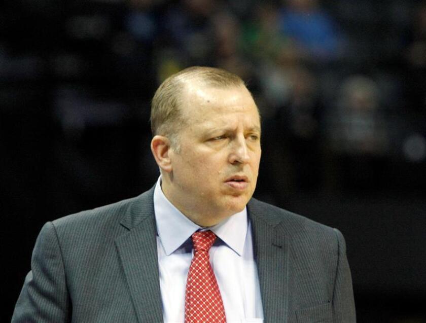 En la imagen, el entrenador Tom Thibodeau de los Timberwolves de Minnesota. EFE/Archivo