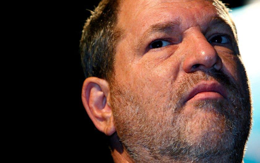 El ejecutivo Harvey Weinstein se encuentra en el medio de un escándalo que no parece tener cuándo acabar, y que acabará sin duda con la carrera de muchos.