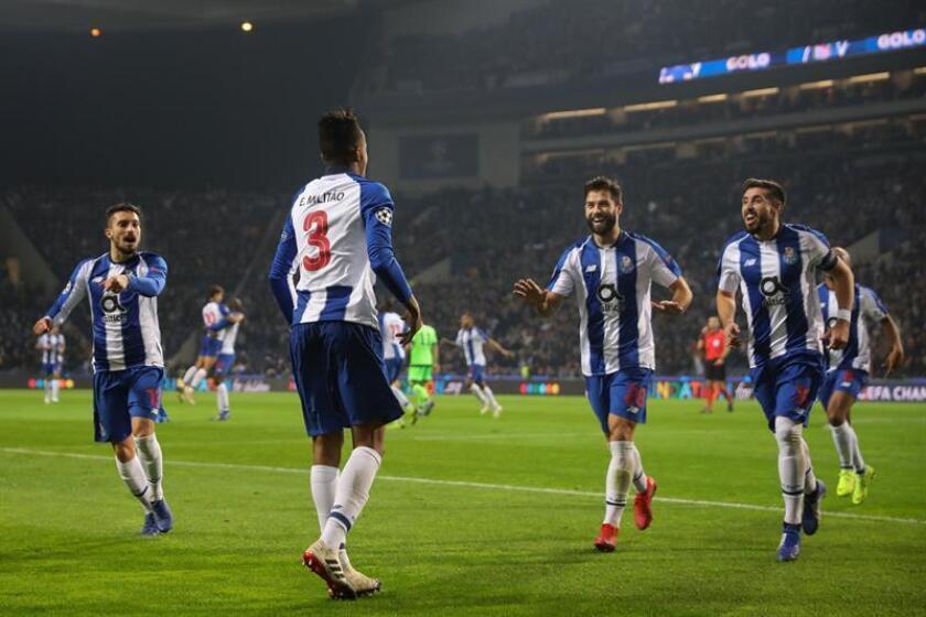 Eder Militao (2-i) del Oporto celebra la anotación de un gol ante el Schalke durante un partido del grupo D de la Liga de Campeones que se jugó en el estadio Dragao de Oporto (Portugal). EFE