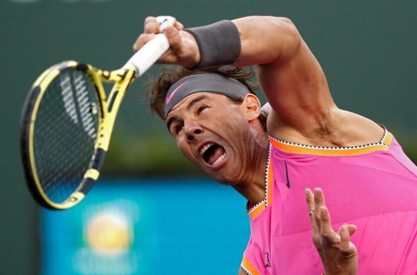 El tenista español Rafael Nadal en acción durante un partido del Masters 1.000 de Indian Wells. EFE