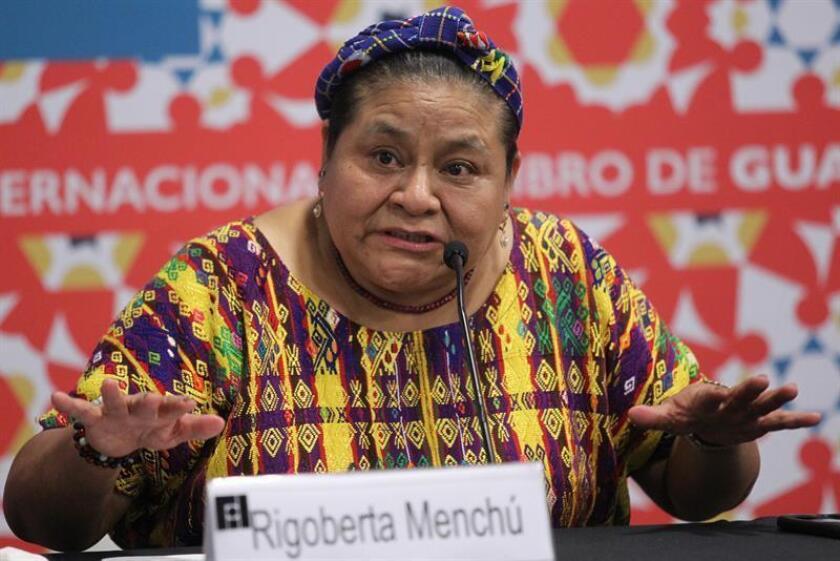"""La líder indígena guatemalteca y premio Nobel de la Paz 1992, Rigoberta Menchú, dijo hoy que tanto EE.UU. como otros países de América Latina se encuentran en medio de una """"convulsión"""", que genera """"expectativas y depresión social, porque la gente cree que puede perder mucho"""". EFE"""