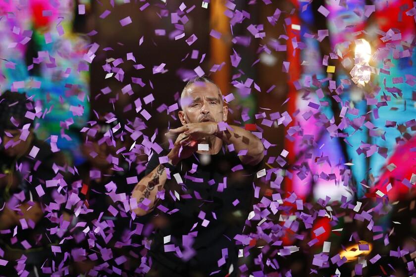 El cantante italiano Eros Ramazzotti se presenta en concierto durante la segunda jornada del Festival Internacional de la Canción de Viña del Mar.